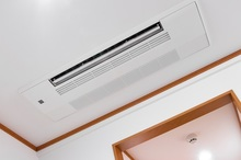 家庭でも天井埋め込み型エアコンを設置できる?! 取付けるメリット・デメリットをご紹介