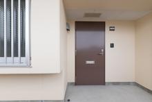 マンションの玄関ドアをリフォームするときの注意点とは?