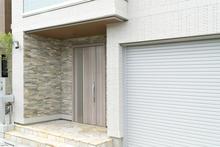 LIXIL(リクシル)の玄関ドアはどれを選べばいいの? ドアの種類と特徴を解説