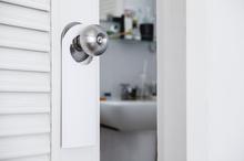トイレのドアやドアノブ交換の価格相場と基礎知識