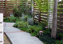 フェンスを設置することでガーデニングがもっと楽しくなる! フェンスの価格や設置費用もご紹介します