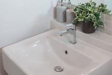 洗面ボウルの選び方。陶器や人工大理石など特徴をご紹介