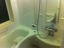浴室カウンターの掃除方法を解説 業者の費用相場もお教えします