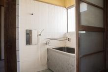 風呂釜の交換にかかる費用はいくら? 風呂釜の種類や業者選びも解説
