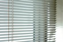 お風呂の窓につけるブラインドの選び方 設置するメリットと費用も解説