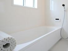 FRP浴槽の補修方法まとめ! 費用相場やDIYのポイントもご紹介します