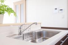 キッチンの解体にはいくらかかる?費用相場や業者の選び方も解説