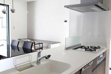 キッチンの天板(ワークトップ)のみ交換する方法 費用や選び方も解説