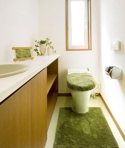 狭いトイレに手洗い器